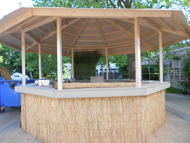 Baouzza concept krijgt vorm de smaak van de horeca - Houten strand zwembad ...