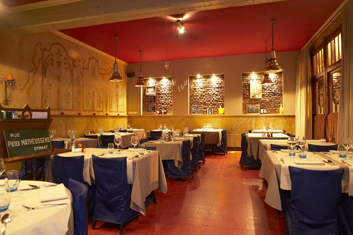 Restaurant entrep t legt klanten in watten in tijdloos for Interieur horecazaken